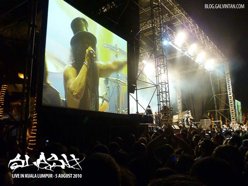 Slash LIVE in Kuala Lumpur bacn in August 2010.