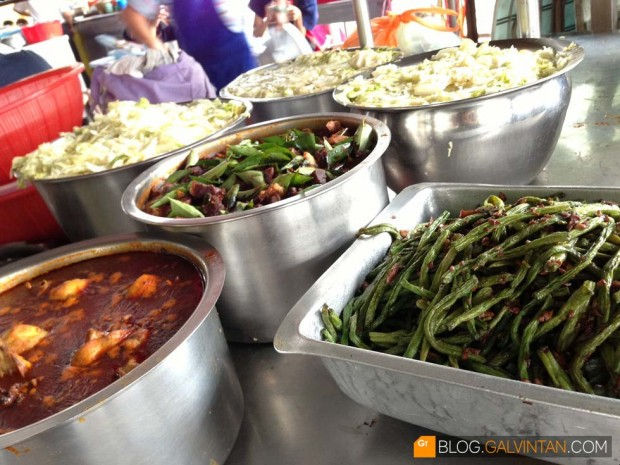 Excellent choices of side dishes. Stir-fry cabbage, long beans, sambal sotong and more.