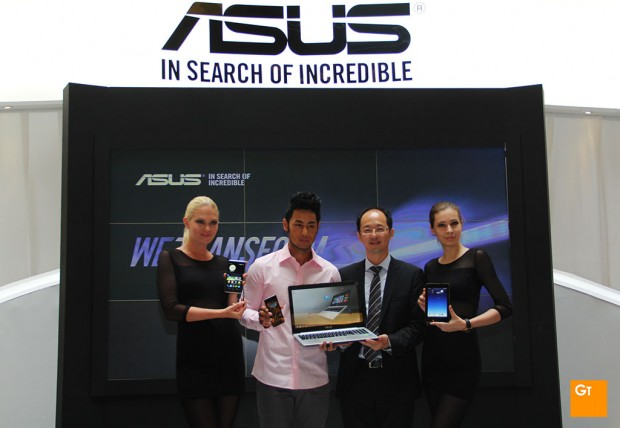 ASUS Southeast Asia Regional Director for System Business Group, Mr Rex Lee (2nd  from right) posing with models holding the new ASUS devices.