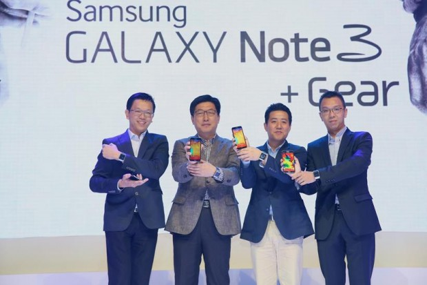 The GALAXY Note 3 and GALAXY Gear makes their Malaysian debut – From left to right: Vincent Chong, Head of IT and Mobile Communications Division, Samsung Malaysia Electronics; Kwon Jae Hoon, Managing Director, Samsung Malaysia Electronics; Justin Joo, Business Manager, IT and Mobile Communications Division, Samsung Malaysia Electronics; Matthew Ng, Head of Sales, IT and Mobile Communications Division, Samsung Malaysia Electronics.