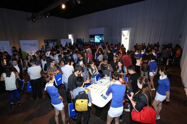 Hands on experience with GALAXY devices – Excitement abuzz as people experience Samsung's latest innovation for the first time!